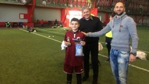 Синът на Валери Божинов стана голмайстор на детски футболен турнир