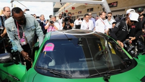 Юсейн Болт надникна в света на автомобилизма
