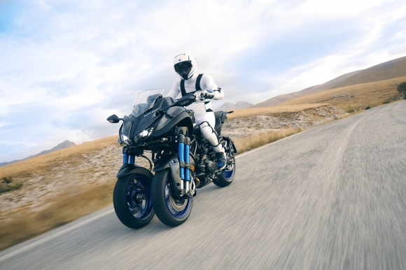 Yamaha представи първия в света накланящ се мотоциклет с 3 колела (Видео)