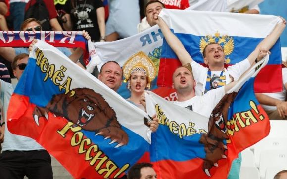 Забрани за руските фенове няма, напомнят в страната