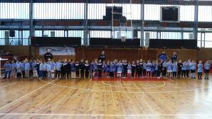 """Близо 200 деца се включиха в коледен футболен турнир за купата на ДФК """"Драконче"""""""
