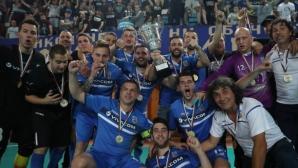 Левски и отборът по футзал в благотворителен мач за Криси