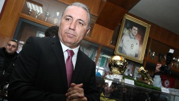 Камата и зетьовете му на среща с областния управител на Пловдив