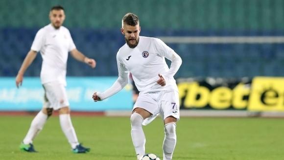 Етър предлага нов договор на Батрович