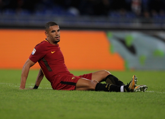 Галатасарай се интересува от защитник на Рома