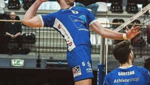 Трифон Лапков със силен мач и 14-а поредна победа в Холандия (снимки)