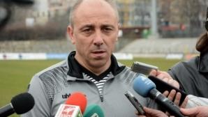 Илиан Илиев: Младите превъзхождаха всички, ако Кононго иска в Турция, ще продължи с пробите