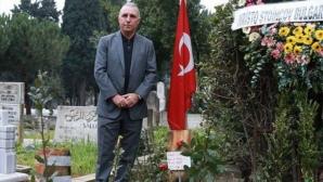 Стоичков посети гроба на Сюлейманоглу, плаче за своя приятел (видео)