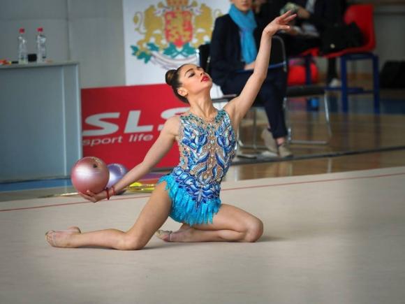 Вероника Любчова шампионка в многобоя при девойките в Будапеща