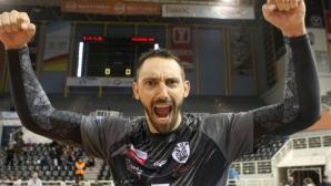 Ники Учиков заби 14 точки, ПАОК записа 14-а победа в Гърция
