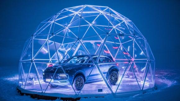 Porsche качи Cayenne в сърцето на Френските Алпи