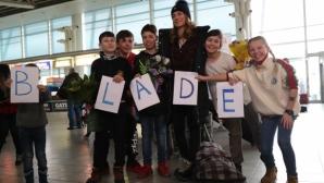 Емоционално посрещане на Сани Жекова и други български олимпийци в София (видео + галерия)
