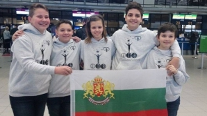 """Деца на Фондация """"Димитър Бербатов"""" със златни медали от Тайландската математическа олимпиада"""