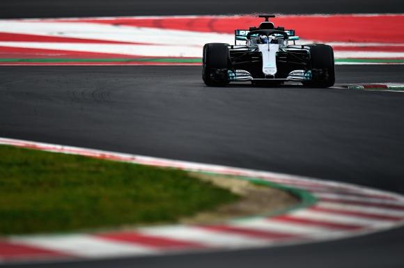 Ботас поведе във втория ден от теста в Барселона