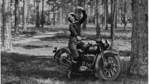 Жената с мотоциклета: Историята на Вивиан Бейлс и нейния Harley-Davidson