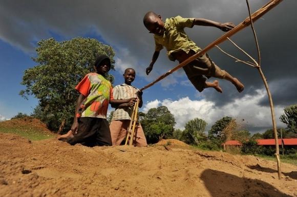 Изумително - вижте как се скача в Кения