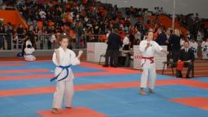 """1200 участници се включиха в карате турнир в """"Арена Армеец"""""""