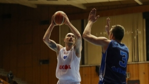 Левски Лукойл с драматична победа над Академик Бултекс 99 (галерия)