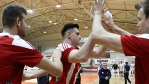 Силен Тодор Алексиев, Олимпиакос с 21 победи в Гърция (снимки)