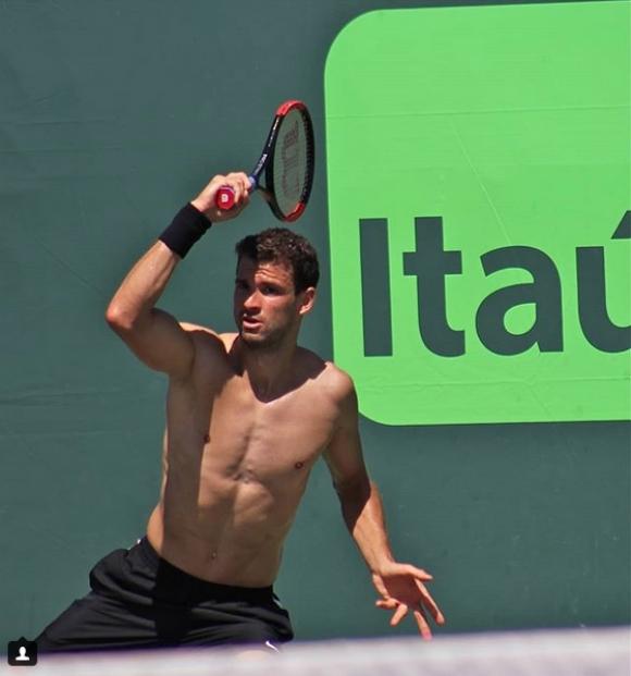 Само за жени: Григор тренира гол до кръста в Маями (снимки)