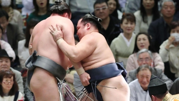 Аоияма допусна трета загуба в Осака
