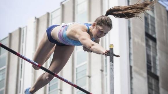 Треньорът на Маккартни вярва, че тя ще е следващата с 5.00 метра в овчарския скок