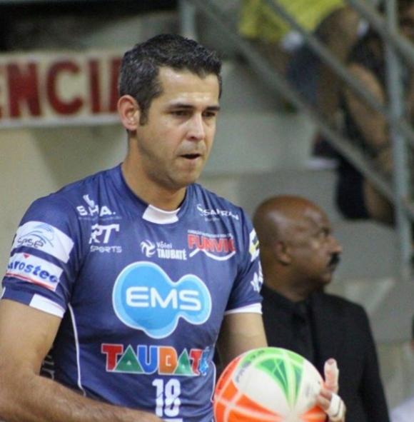 Великият Данте Амарал спира с волейбола