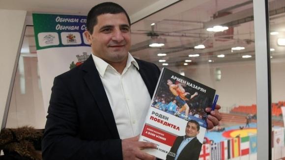 Огромен интерес към фотоалбума на Армен Назарян