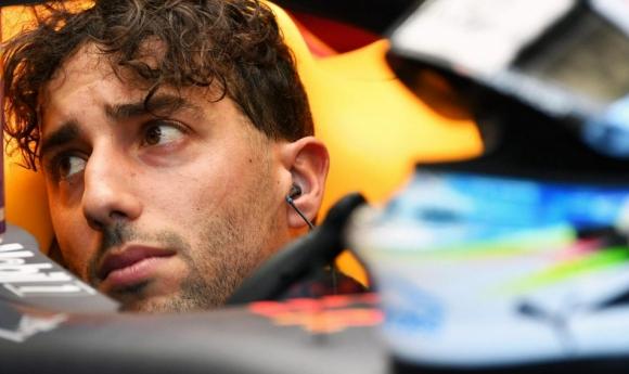 Рикардо наказан с три места за старта на домашната ГП на Австралия