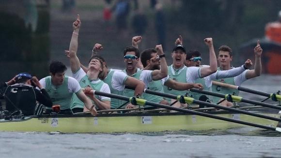 Кембридж спечели гребния дуел с Оксфорд (видео + снимки)