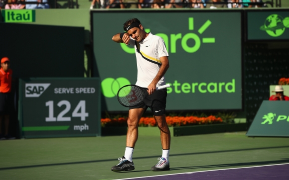 Федерер изхвърча от турнира в Маями и отстъпи върха на Надал