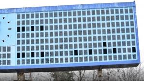 """Опитаха да разглобят и изнесат с каруци таблото на стадион """"Черноморец"""""""