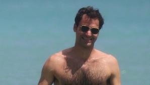 Федерер разпуска на плажа преди първия си мач в Маями (снимки)