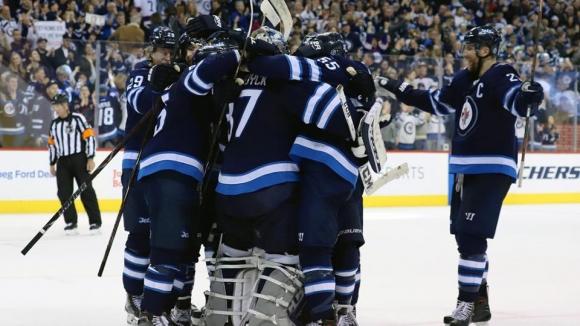 Уинипег за втори път в историята си ще играе в плейофите на НХЛ