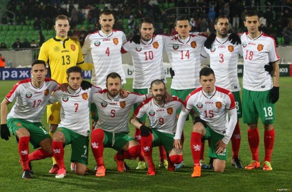 Националите се прибраха в София
