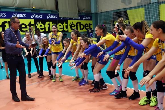Марица показва шампионския трофей на феновете в Пловдив