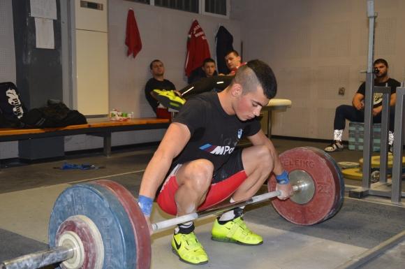 18-годишен носи втори медал на България от европейското по щанги