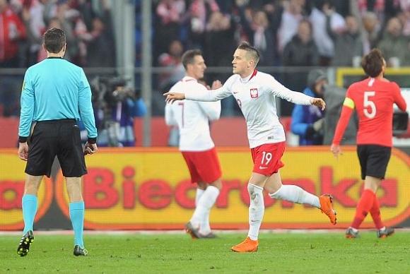 Полша и Южна Корея си спретнаха голово шоу (видео)