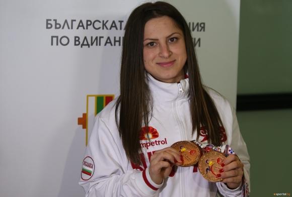"""""""Бронзовата"""" Даниела Пандова се завърна на родна земя"""