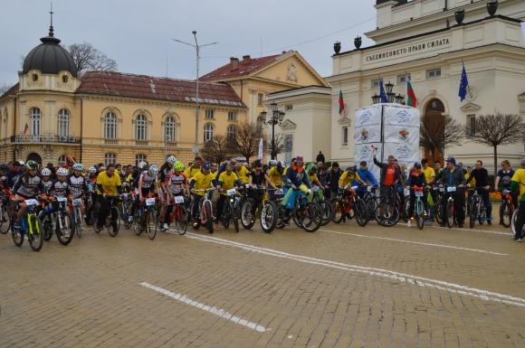 Хиляди се включиха във велошествие (видео)