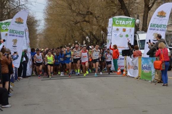 """""""Бягането като начин на живот"""" отново обединява три големи маратона в България, джакпотът ще е 20 000 лв."""