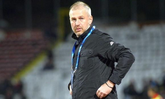 "Бивш ""червен"" треньор напусна отбора на Пламен Илиев"