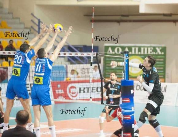 Супер Бобо заби 31 точки (5 аса, 2 блока) и класира Фойникас на полуфинал в Гърция (снимки)