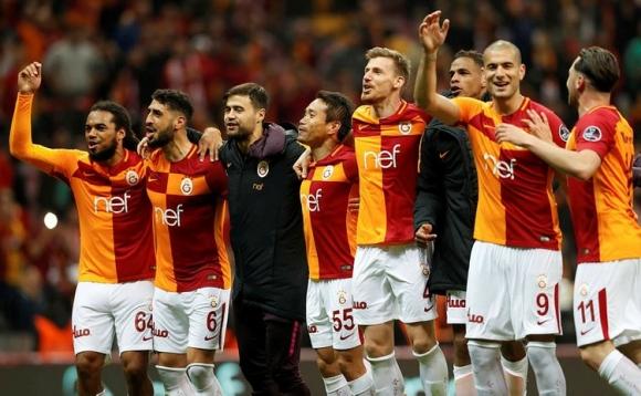 Галатасарай отново е лидер, ощее три отбора гледат към титлата (видео)