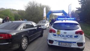 Състезателен автомобил се вряза в публиката, шестима ранени