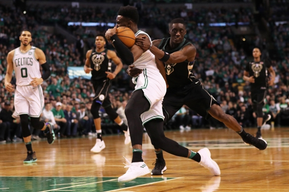 Бостън надви Милуоки след драма и продължение