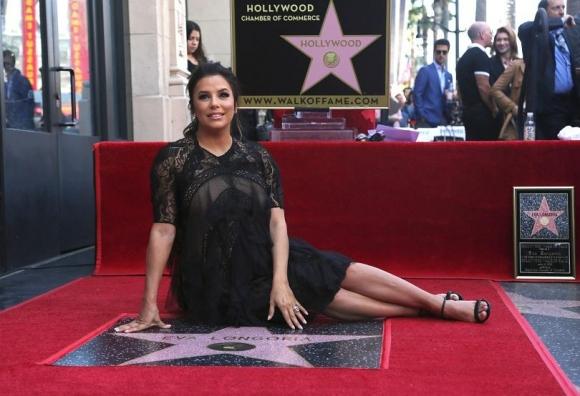 Ева Лонгория със звезда на Алеята на славата в Холивуд