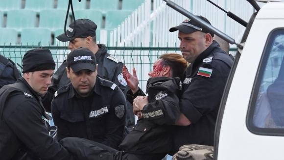 """Тежко ранена полицайка от бомба на Сектор """"Б"""""""