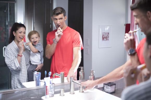 """Спираш ли водата, докато си миеш зъбите? Ако """"не"""", виж какво ще ти каже Майкъл Фелпс"""