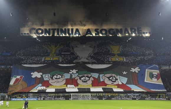 Феновете на Интер майтапят здраво Юве с Купата с големите уши (видео)